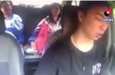 [Video] Ngủ quên 4 giây khi lái xe, tài xế gây tai nạn kinh hoàng