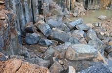 Cận cảnh công trường khai thác đá trái phép tại Bình Phước