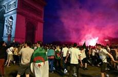 Pháp bắt giữ hơn 280 cổ động viên bóng đá có hành động gây rối