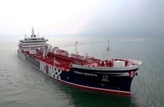 Anh khuyến cáo các tàu thuyền tránh đi qua Eo biển Hormuz
