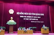 Máy tính bảng được dùng thay giấy tờ tại cuộc họp HĐND tỉnh Quảng Ninh
