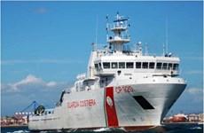 Italy cho phép người di cư mắc kẹt trên tàu Gregoretti lên bờ