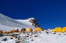 Xu hướng 'sống xanh' lan tới đỉnh núi cao nhất thế giới
