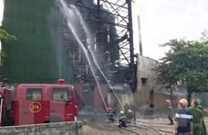 Nghệ An: Hàng trăm người nỗ lực dập tắt đám cháy lò luyện thiếc