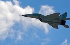 Phi công quân sự Ấn Độ thử nghiệm máy bay chiến đấu MiG-35