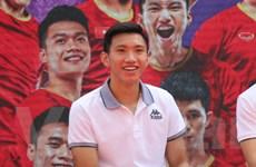 Chủ tịch Hà Nội FC bác tin có doanh nghiệp trả lương cho Văn Hậu