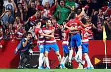Thắng sốc Barcelona, tân binh Granada leo lên ngôi đầu La Liga