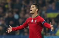 Ronaldo cán mốc 700 bàn thắng trong ngày Bồ Đào Nha bại trận