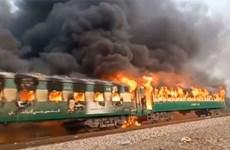 Cháy tàu hỏa ở Pakistan, khiến ít nhất 62 người thiệt mạng