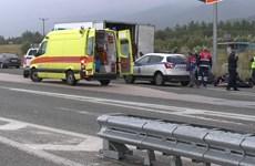 Hy Lạp phát hiện hàng chục người di cư trong xe tải đông lạnh