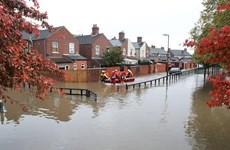 Thủ tướng Johnson: Anh triển khai quân đội khắc phục hậu quả lũ lụt