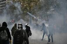 Hong Kong bước sang ngày thứ 4 chìm trong bạo lực và hỗn loạn