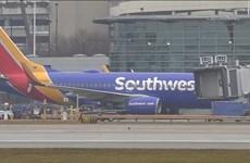 Balô bốc khói khiến hành khách phải sơ tán khỏi máy bay tại Mỹ
