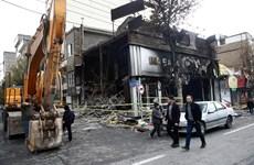Hàng trăm ngân hàng và trụ sở chính quyền tại Iran bị phóng hỏa