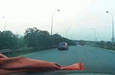 Video tài xế ôtô may mắn thoát chết trên đại lộ Thăng Long