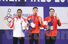 SEA Games 30: Huy Hoàng lại phá kỷ lục, bóng đá nữ vào chung kết