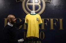 Áo thi đấu của 'Vua bóng đá' Pele có giá cao ngất ngưởng