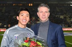 SC Heerenveen vinh danh nhà vô địch SEA Games Đoàn Văn Hậu