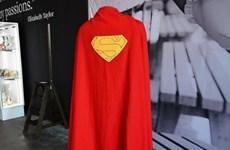 Áo choàng của siêu anh hùng Superman có giá gần 200.000 USD