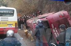 Sơn La: Xe tải mất phanh đâm xe khách lật ngang, 12 người bị thương