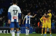 Chân sút người Trung Quốc khiến Barcelona phải chia điểm