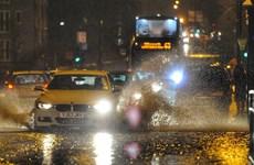 Anh ban bố cảnh báo đỏ do bão Dennis ở vùng South Wales