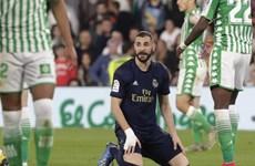 Thua sốc Betis, Real Madrid 'dâng' ngôi đầu cho Barcelona