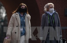 'Virus SARS-CoV-2 có thể lây nhiễm qua nói chuyện hoặc hơi thở'
