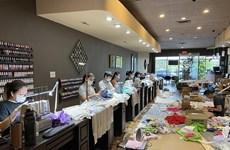Tiệm nail của người Việt tặng khẩu trang, đồ bảo hộ cho bệnh viện Mỹ