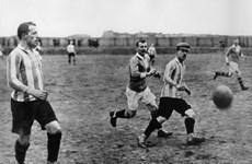 [Mega Story] Ai đã mang bóng đá đến với nước Đức?