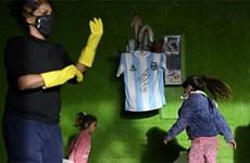 Maradona dành tặng món quà ý nghĩa cho người nghèo chống COVID-19