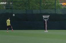 Các cầu thủ Barcelona phô diễn kỹ thuật trong buổi tập luyện