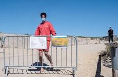 Pháp đóng cửa 3 bãi biển sau khi du khách vi phạm quy định chống dịch
