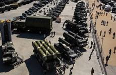 Lực lượng quân đội Nga nhận hàng trăm vũ khí, khí tài hiện đại