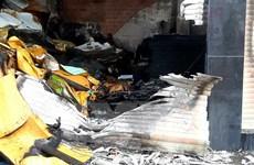 Thành phố Hồ Chí Minh: Giải cứu 5 người mắc kẹt trong đám cháy