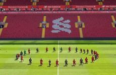 Cầu thủ Liverpool quỳ gối ủng hộ đòi công lý cho George Floyd