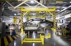Ngành ôtô của Anh tiếp tục xu hướng sa thải lao động do dịch COVID-19