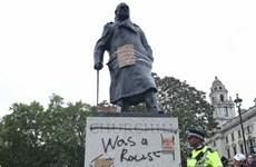 Tượng đài trở thành mục tiêu tấn công của người biểu tình