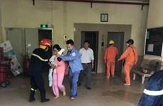 Hà Nội: Giải cứu 4 người trong thang máy tại đám cháy chung cư Đền Lừ