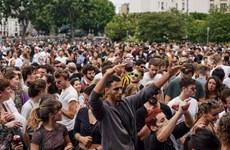 Người dân Pháp xuống đường ăn mừng Ngày hội Âm nhạc bấp chấp dịch bệnh