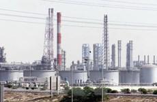 Giá dầu châu Á tăng nhẹ do nhà sản xuất thắt chặt nguồn cung