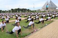Sôi nổi đồng diễn mừng Ngày Quốc tế Yoga lần thứ 6 tại Ninh Thuận