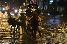 Chiều tối và đêm 1/7, các khu vực trong cả nước đều có mưa và dông
