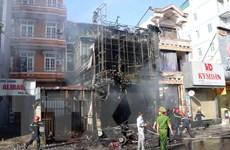 Hỏa hoạn thiêu rụi một cửa hàng kinh doanh quần áo ở thành phố Huế