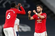 Leicester thua thảm, Manchester United rộng cửa lên tốp 3