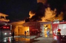 Hiện trường vụ cháy lớn thiêu rụi hàng nghìn m2 nhà xưởng ở Hải Phòng