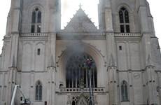 Pháp: Cháy lớn xảy ra bên trong một nhà thờ ở thành phố Nantes