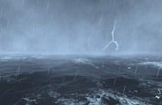 Vùng biển cần đề phòng lốc xoáy và gió giật mạnh về đêm