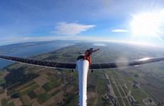 Cú nhảy dù đầu tiên trên thế giới từ máy bay dùng năng lượng Mặt Trời