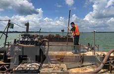 Phát hiện 2 sà lan vận chuyển cát trái phép trên vùng biển Cần Giờ
